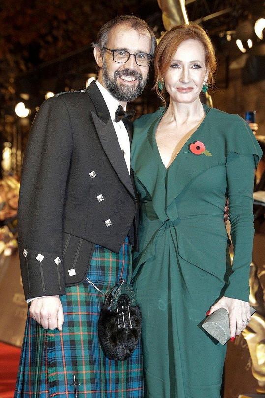 Joanne Kathleen Rowling a Neil Murray na premiéře filmu Fantastická zvířata: Grindelwaldovy zločiny v Paříži