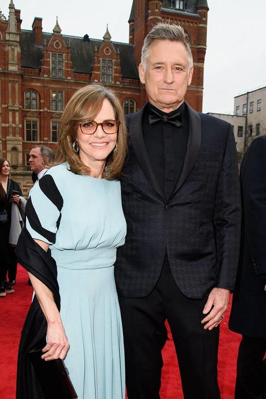Sally Field a Bill Pullman v Londýně prezentovali divadelní hru Všichni moji synové.