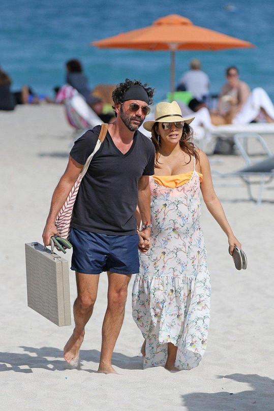 Eva Longoria s manželem Josém Bastónem