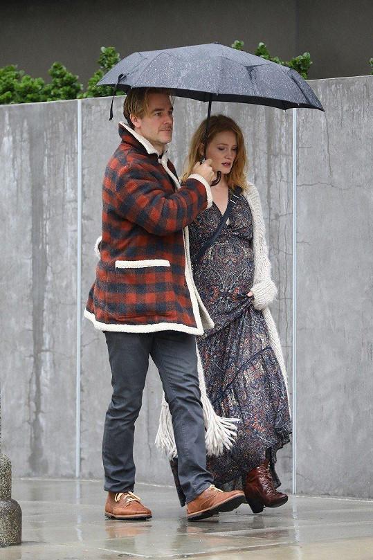 James van der Beek alias Dawson s manželkou čekají pátého potomka.