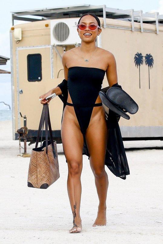 Karrueche Tran na pláži v Miami