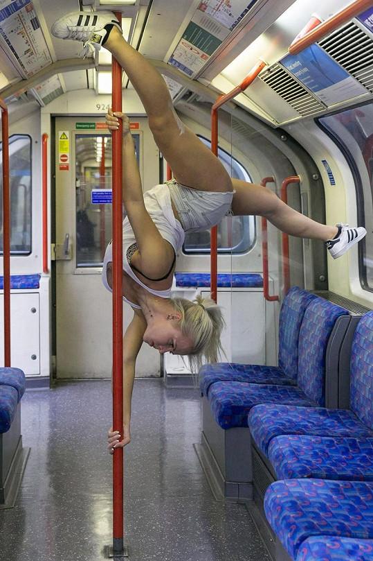Amber bojuje za to, aby erotické tanečnice lépe ovládaly 'práci na tyči'.