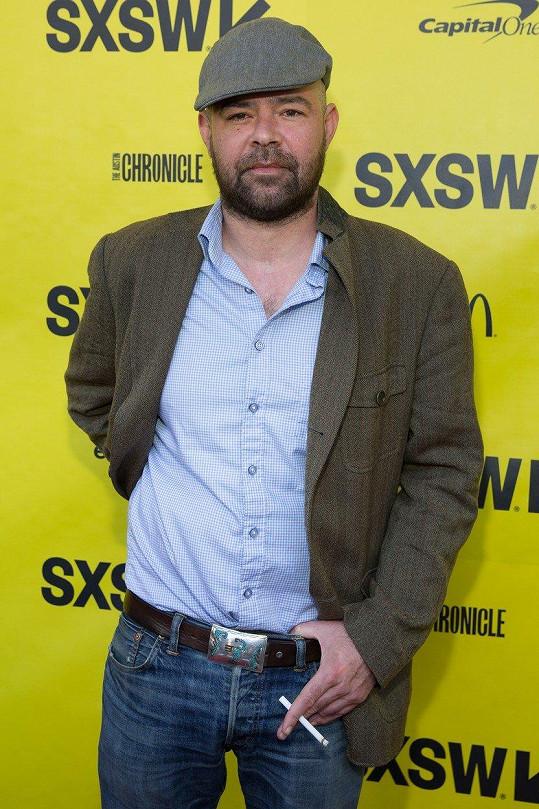 Rory Cochrane doprovodí uvedení filmu Nepřátelé. Čeští diváci jej znají hlavně ze seriálu kriminálka Miami.