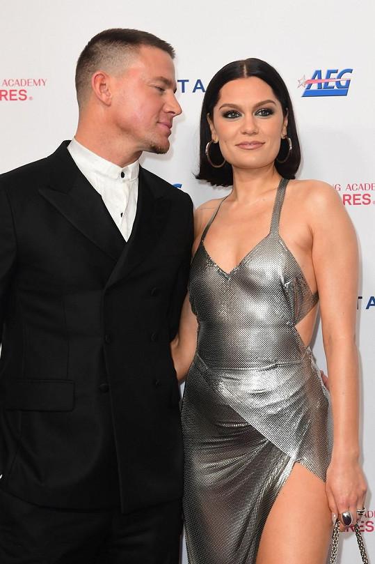 Jak se Channing na svou ženu láskyplně dívá.