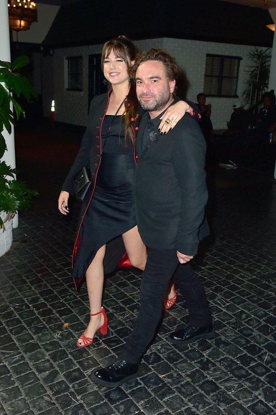 V pondělí večer žil americký šoubyznys předáváním televizních cen Emmy. Johnny Galecki a Alaina Meyer nechyběli.