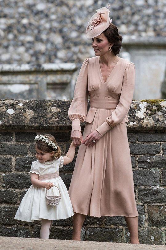 V květnu na svatbě sestry Pippy s dcerkou Charlotte