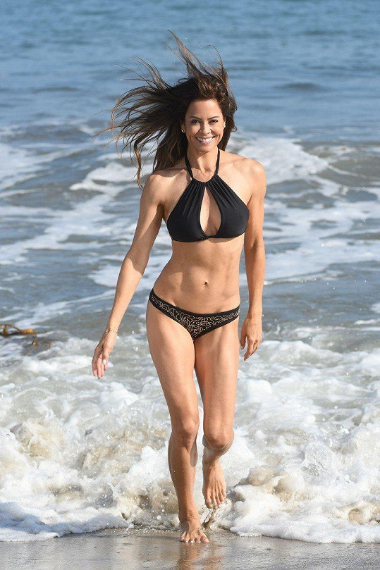 Na postavě Brooke Burke je fitness rozhodně vidět.