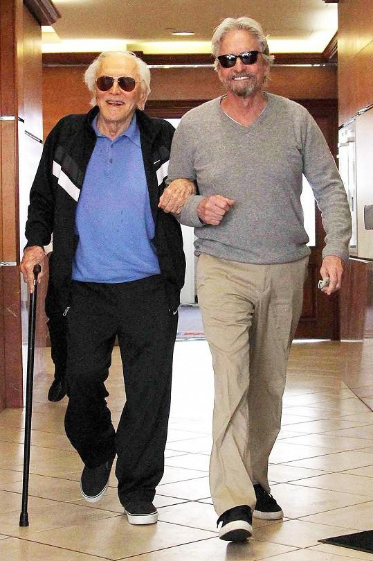 Kirk Douglas se synem Michaelem na rok staré fotografii