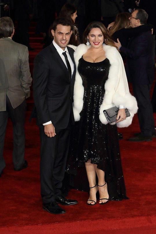 Kelly Brook s přítelem Jeremym na premiéře Vraždy v Orient expresu