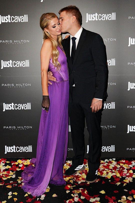 Paris Hilton ani třetí zásnuby nedotáhla. Chrise Zylku čekal místo svatby rozchod.