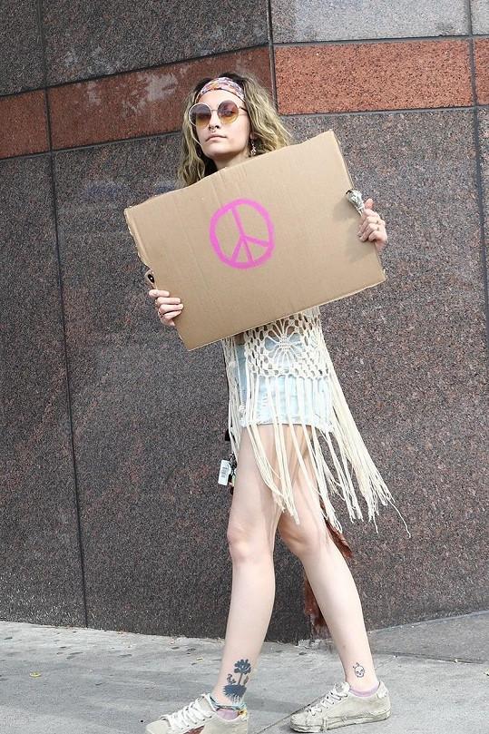 Paris Jackson v LA demonstrovala za mír.