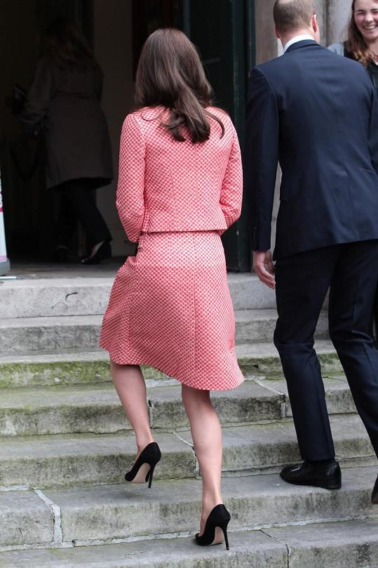 Vévodkyně neukázala víc, než by bylo zdrávo.