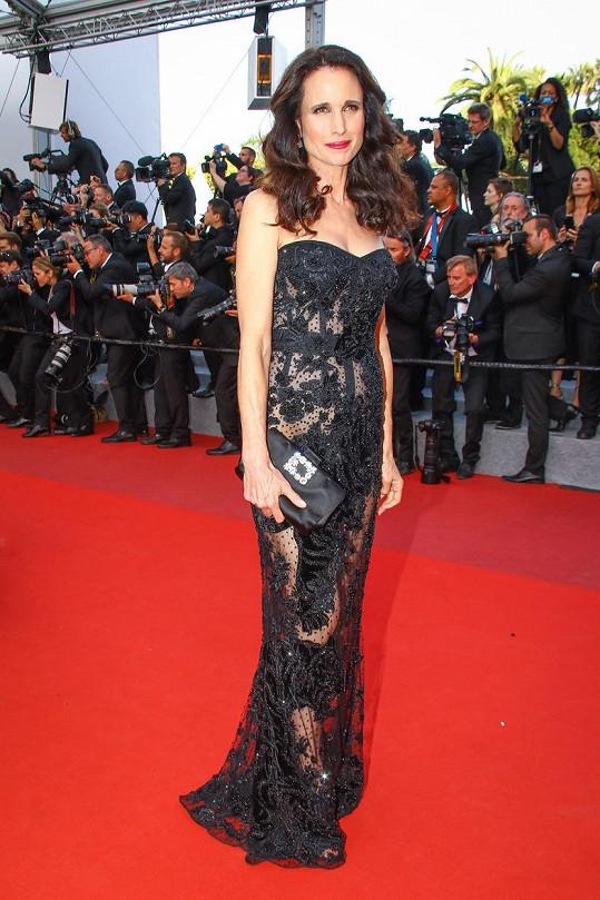 Andie MacDowell na festivalu v Cannes