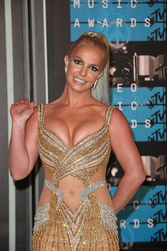 Britney si dříve udržovala figuru tancem.