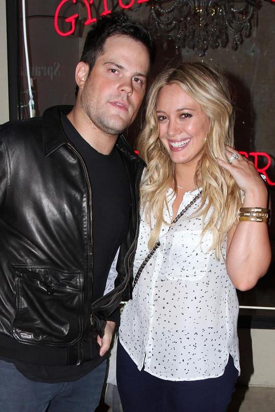 Hilary Duff a Mike Comrie jsou pořád přáteli.