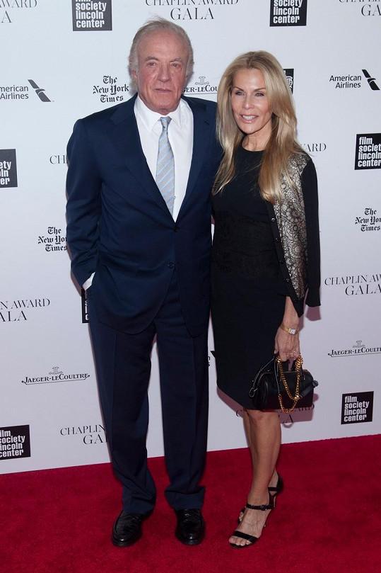 James Caan má s Lindou bouřlivý vztah.
