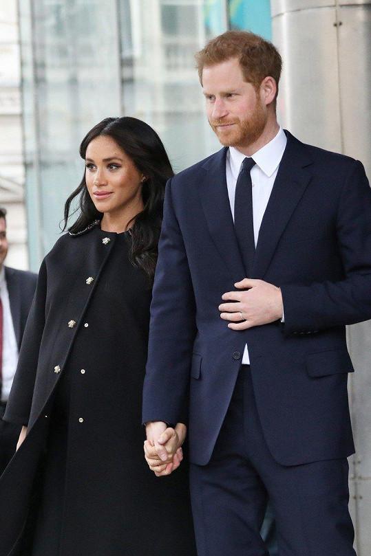 Vévoda a vévodkyně ze Sussexu se brzy dočkají prvního potomka.