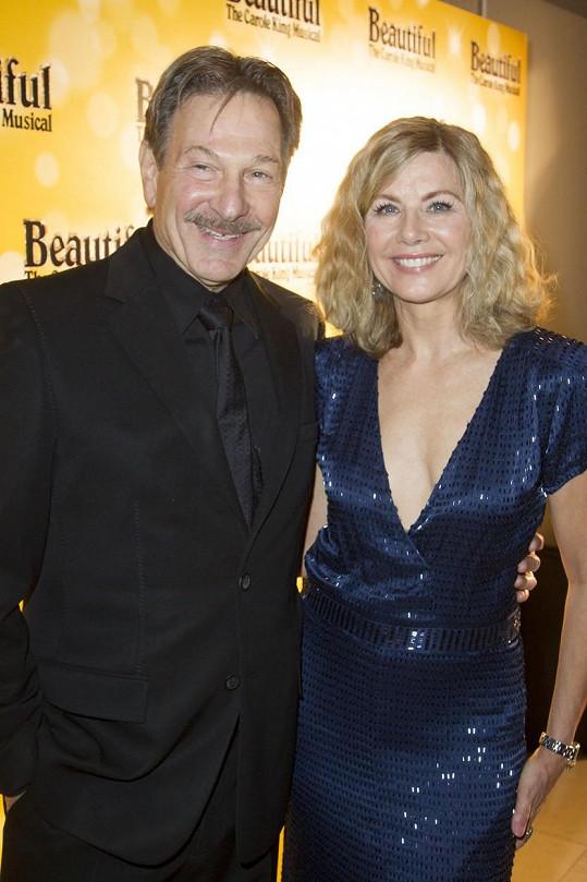Při natáčení se seznámila se svým manželem Michaelem Brandonem.