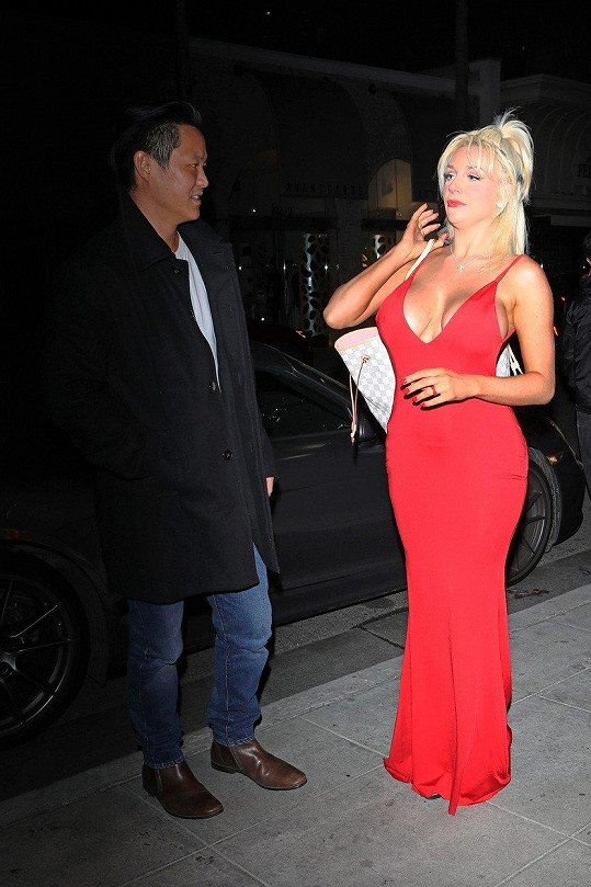 Courtney vyrazila se svým přítelem Chrisem Shengem na večeři.