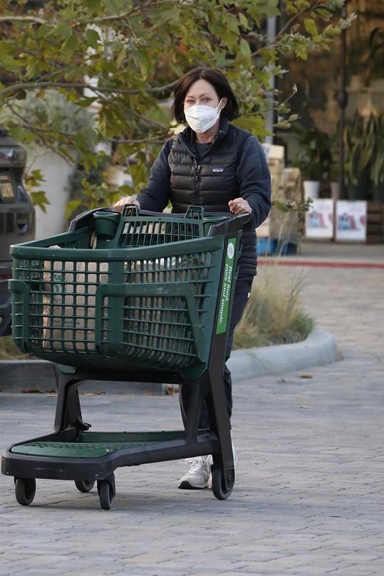 Doherty na aktuálním snímku. Bez ochranné roušky či respirátoru herečka nevychází.