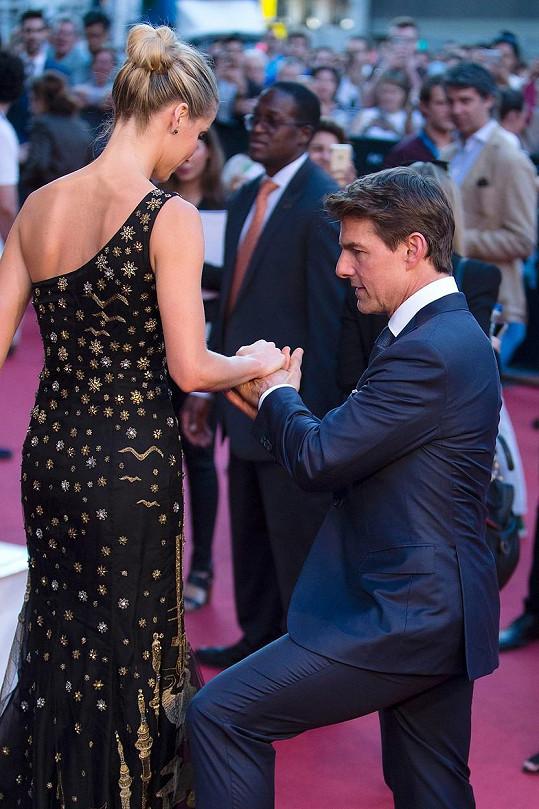 Na premiéře filmu v Barceloně se Tom choval jako pravý gentleman.