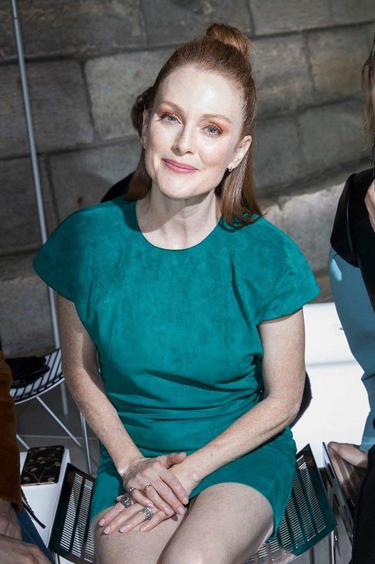 Julianne Moore vyrazila do Paříže za módou.