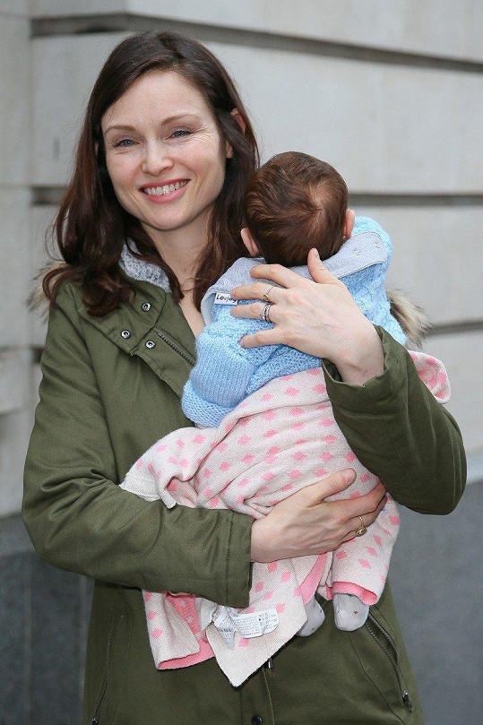 S nejmladším synem Mickeym, kterého porodila v lednu.