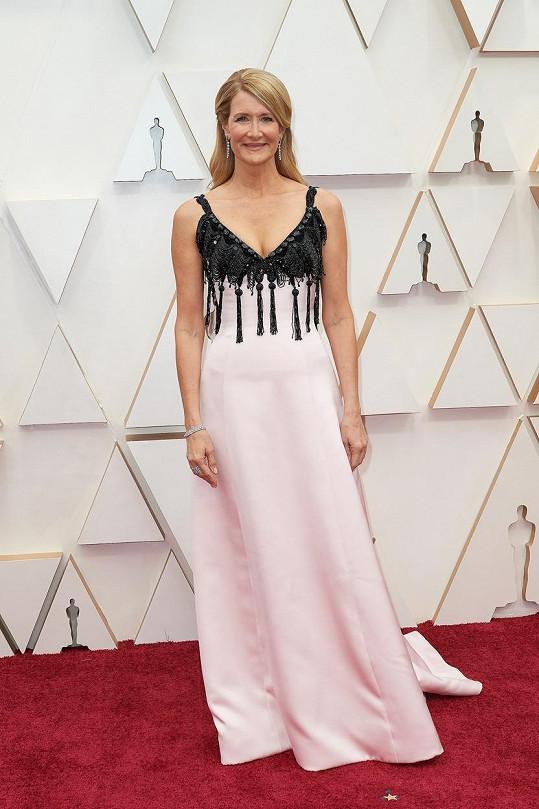 Měly snad šaty Laury Dern od Armaniho připomínat budoárovou lampu? Pokud ano, úkol byl splněn na jedničku.
