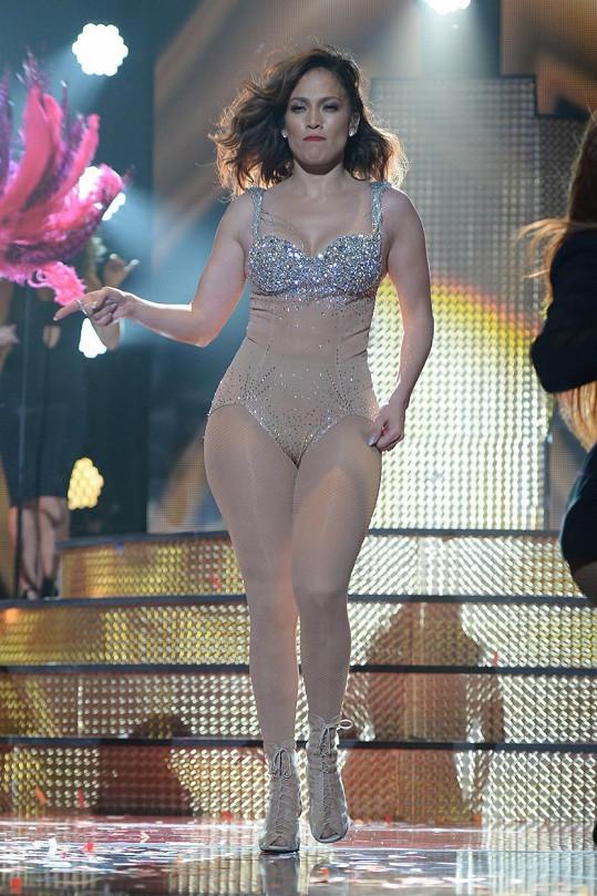 Jennifer Lopez je sexy i s padesátkou na krku.