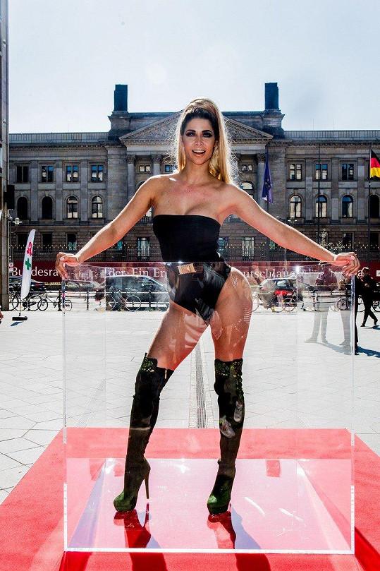 Micaela patří k vyhlášeným německým sexbombám.