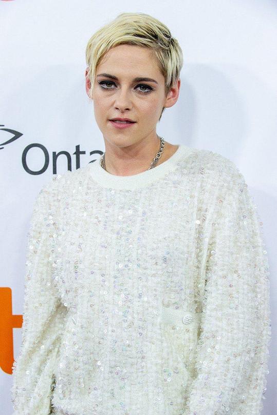 Kristen Stewart je v současné době striktně na ženy.
