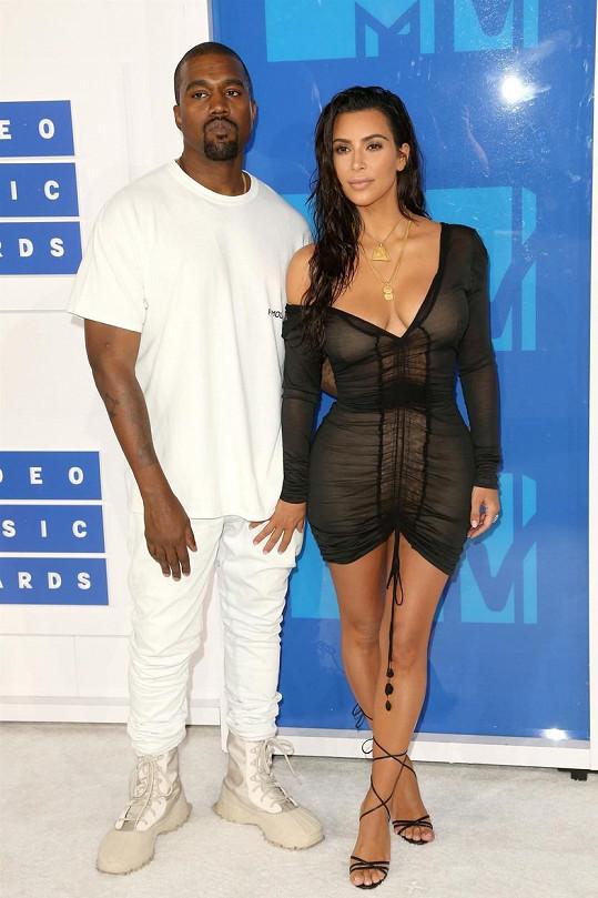 Kim po sedmi letech manželství podala žádost o rozvod.