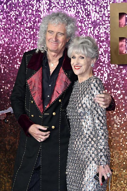Brian May s manželkou Anitou Dobson, kterou si vzal v roce 2000.
