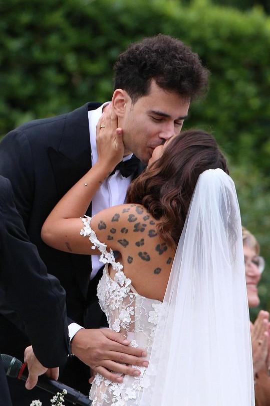 Svatba se konala v luxusní vile u jezera Como.