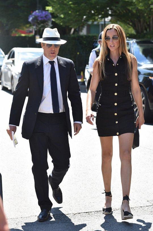 Hugh Grant s manželkou Annou Eberstein na Wimbledonu