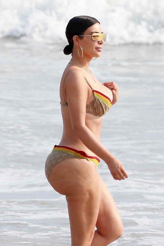 Snímky hvězdy amerických reality show Kim Kardashian a jejího do té doby tolik obdivovaného pozadí oblétly během této její dovolené v Mexiku celý svět.