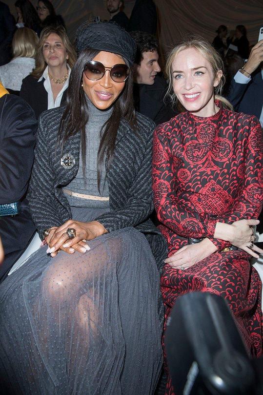 V první řadě zasedly také Naomi Campbell a Emily Blunt.