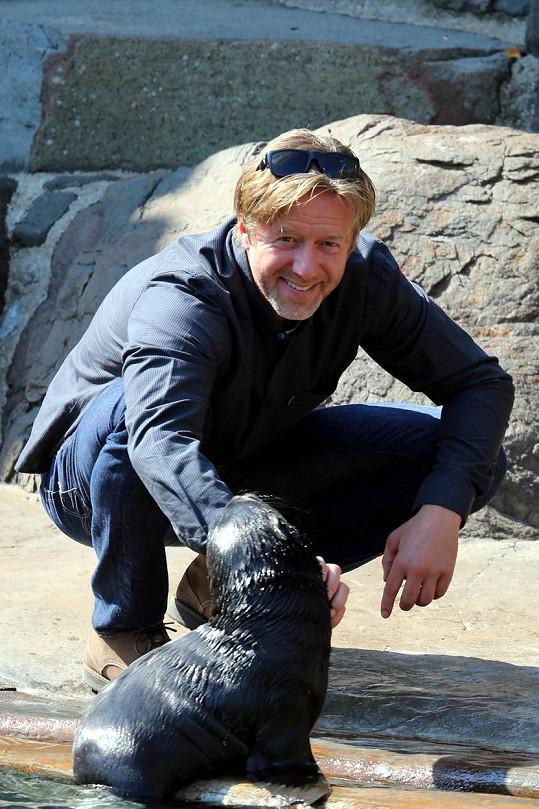 Jiří Langmajer křtil v zoo lachtana.
