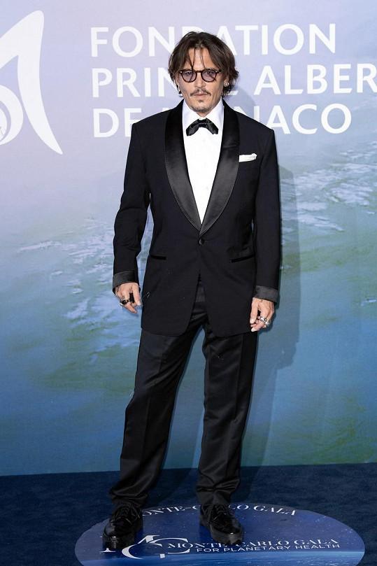 Na charitativní večer dorazil i Johnny Depp.