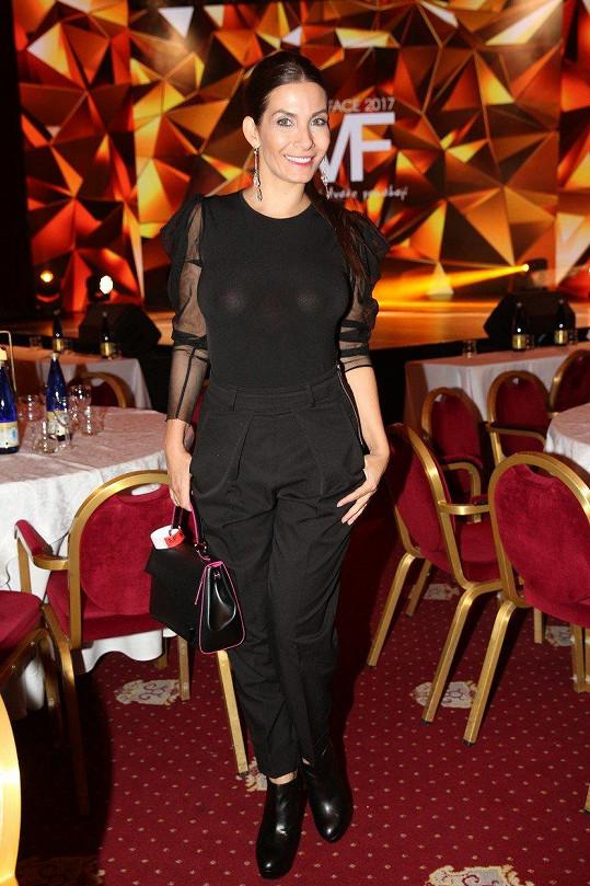 Eva Decastelo na finále Miss Face