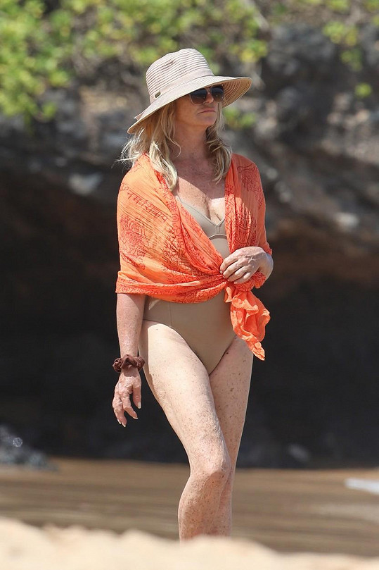 Herečka je na ostrově Maui pečená vařená.