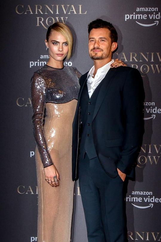Orlando Bloom s Carou Delevingne na premiéře seriálu Carnival Row
