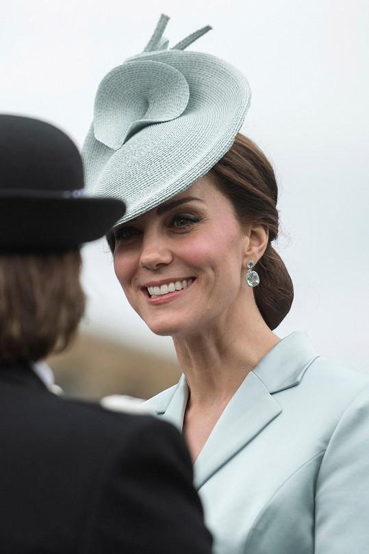 Kate oprášila kostýmek i s kloboučkem.