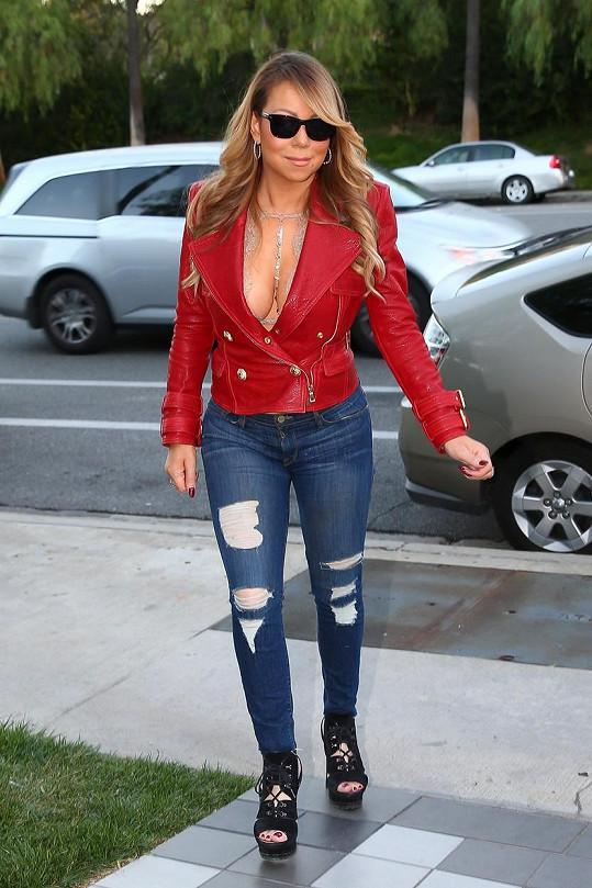 Mariah zhubla a prsí se i na ulici.