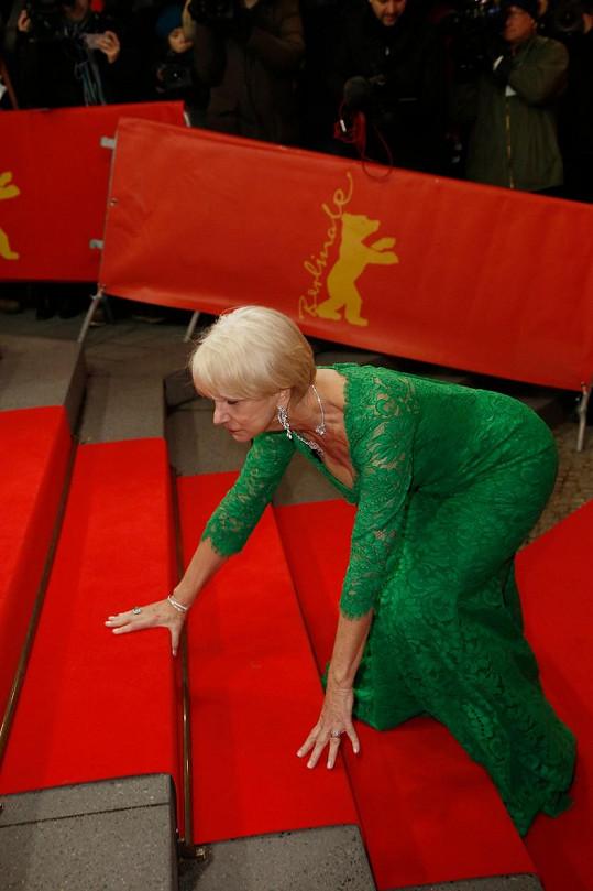 Schody herečku pozlobily i loni na filmovém festivalu v Berlíně.