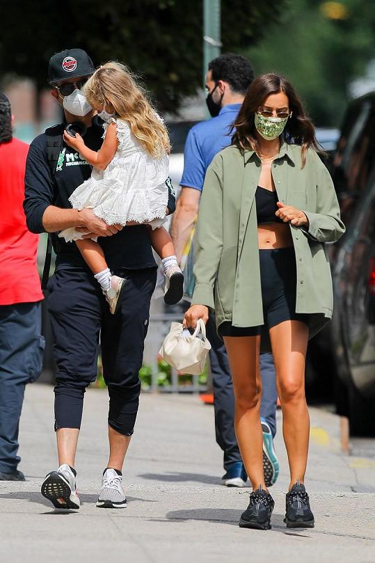 Irina Shayk a Bradley Cooper se potkávají kvůli společné dceři.