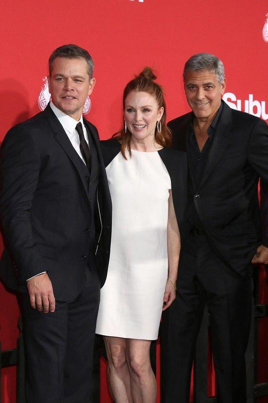 Julianne Moore s Mattem Damonem a Georgem Clooneym na premiéře filmu Suburbicon: Temné předměstí