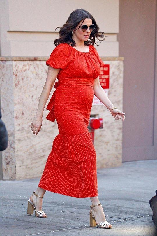 Rachel Weisz je těhotná.