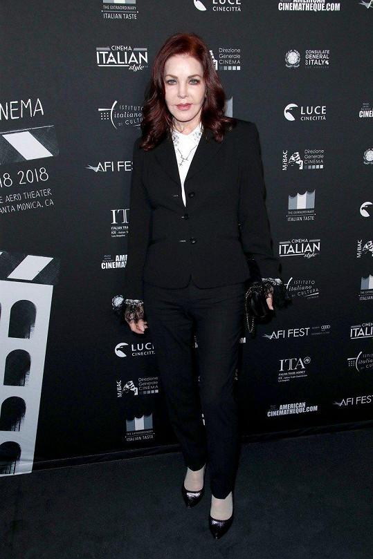 Priscilla Presley na projekci filmu Dogman v LA
