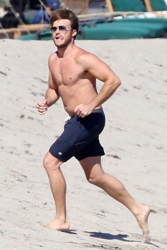 Scott Eastwood je ve skvělé formě.